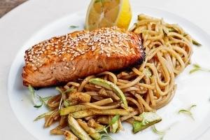 Рибни ястия - Филе от сьомга със сусам в Териаки сос