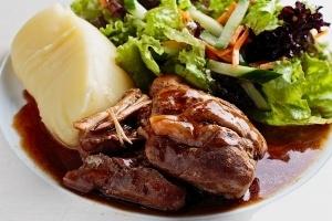 Основни ястия - Свински джолан с картофено пюре и грейви сос