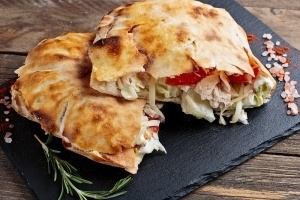Пица сандвичи - Сандвич с риба тон, кисели краставички, айсберг, домат и майонезен сос